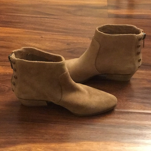 472248d34f9b3 Vince Camuto Cinza Suede Ankle Boots. M 5ab1cf7dcaab448d3417d646